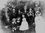 Picture relating to Marburg - titled 'Steinhardt family group from Marburg, 1915'