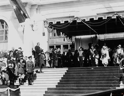 Picture of / about 'Parliament House' the Australian Capital Territory - Royal Visit May 1927 - Prime Minister Rt Hon S M Bruce welcoming the Duke and Duchess of York, on the steps of Old Parliament House.