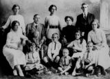 Picture relating to Rosalie - titled 'Portrait of the Alexander family of Rosalie, Brisbane, 1914'