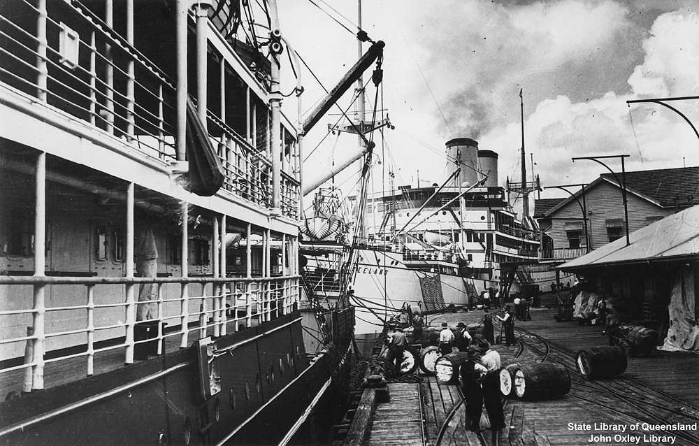 Picture of / about 'Brisbane' Queensland - Ships docked at the Brisbane City Wharves, ca. 1935