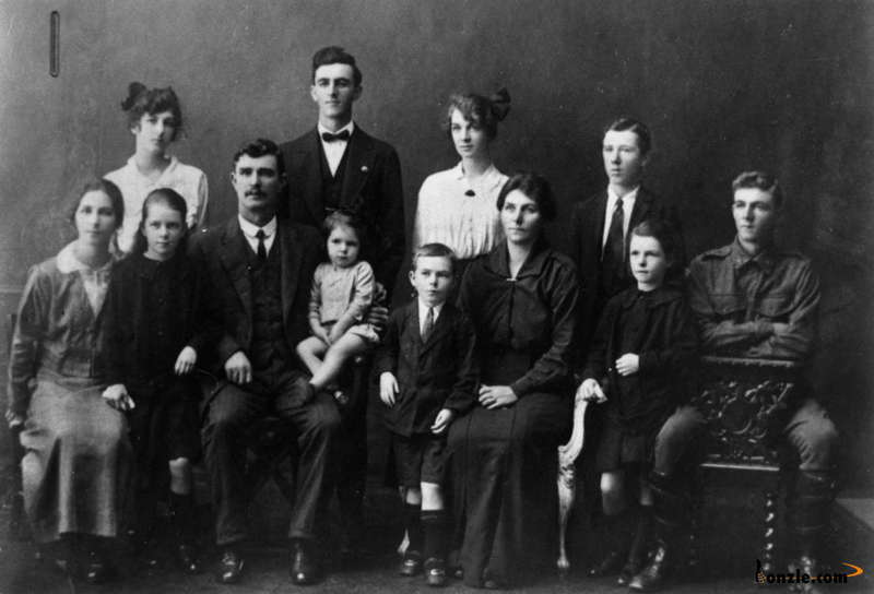 Picture of / about 'Queensland' Queensland - Belford family, ca. 1916