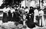Picture of / about 'Yeronga' Queensland - Women gathered around a grave in Yeronga Park during World War One