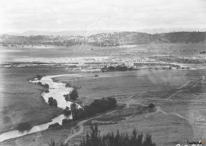 Picture of / about 'Mount Pleasant' the Australian Capital Territory - Panorama of Kingston area between Telopea Park, Printers Quarters, the Molonglo River, from Mount Pleasant.