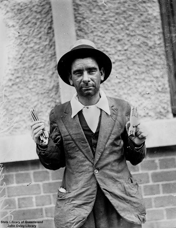 Picture of / about 'Brisbane' Queensland - Pencil seller photographed during the Great Depression, ca. 1932