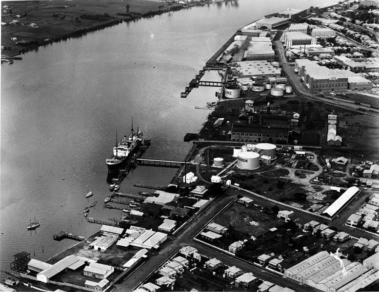 Picture of / about 'Newstead' Queensland - Aerial view over the shipping wharves and Newstead Terrace, Newstead, Brisbane, ca.1928