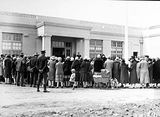 Picture relating to Ainslie - titled 'Crowd at the opening the Ainslie School in September 1927'